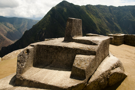 Intihuatana Altar - Machu Picchu - Perú Foto de archivo - 56406130