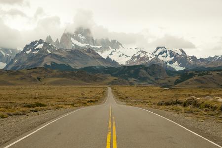 el chalten: Road to Fitzroy Peaks - El Chalten - Argentina