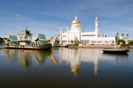 Sultan Omar Ali Saifuddin Mosque - Bandar Seri Begawan - Brunei