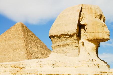 esfinge: Esfinge y la pir�mide de Kefr�n - Egipto Foto de archivo