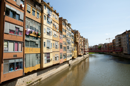 case colorate: Colorful Houses in Onyar River - Girona - Spain
