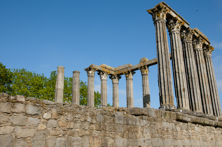 templo romano: Templo Romano - Évora - Portugal
