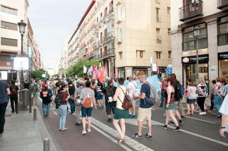 servicios publicos: MADRID, ESPAÑA - 9 junio, 2016: Manifestación de los servicios públicos en la capital, en la calle Mayor (calle Mayor)