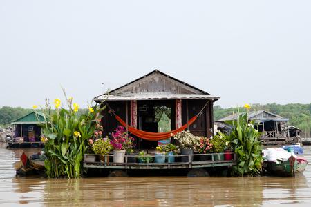 カンボジア - トンレサップ湖 - の家をフローティング