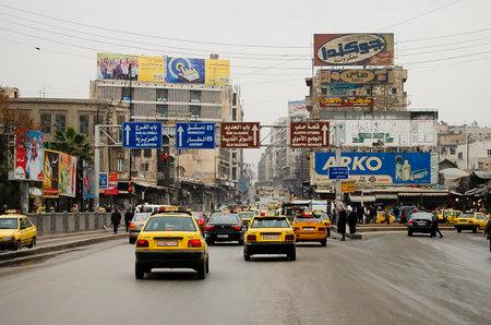 毎日交通南北戦争の勃発前にアレッポ市内でアレッポ, シリア - 2010 年 1 月 12 日。 写真素材 - 61978245