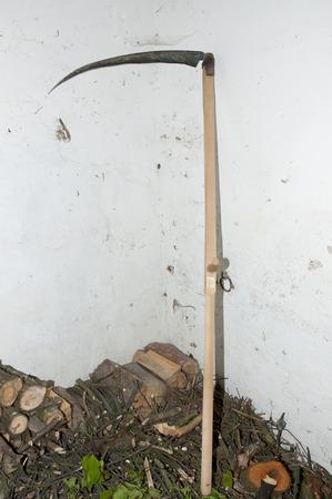 scythe: Guadaña de madera tradicional Foto de archivo