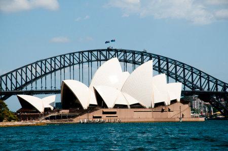 sydney opera house: SYDNEY, AUSTRALIA - December 12, 2016: The Sydney Opera House seen from the Farm Cove Editorial