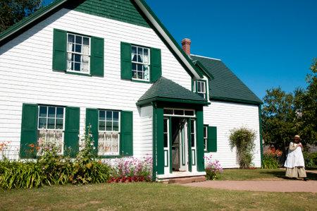 プリンスエド ワード島の彼女の家の横にキャベンディッシュ, カナダ - 2016 年 8 月 9 日: 赤毛のアンの物真似 報道画像