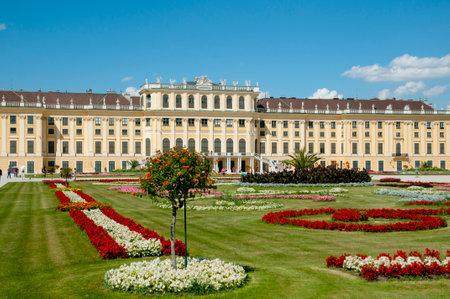 schloss schonbrunn: Schonbrunn Palace - Vienna - Austria Editorial