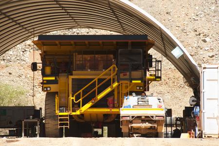 Mining Dump Truck Maintenance 版權商用圖片