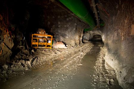 Underground Mining Tunnel Editöryel