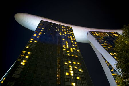 SINGAPORE CITY, SINGAPORE - April 10, 2019: The luxurious Marina Bay Sands hotel opened in 2010 報道画像