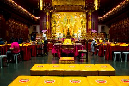 SINGAPORE CITY, SINGAPORE - April 11, 2019: Interior of the Buddha Tooth Relic Temple 報道画像