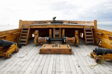 Deck eines alten Holzschiffs