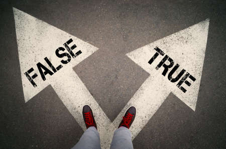 TRUE versus FALSE written on the white arrows, dilemmas concept. Foto de archivo