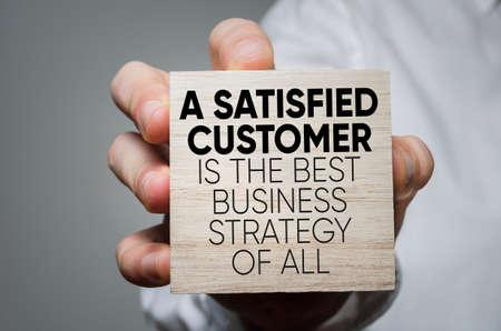 만족 한 고객은 모두의 최고의 비즈니스 전략입니다