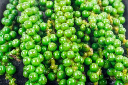groene kleur zwarte peper