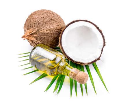Kokosolie voor alternatieve therapie op wit backgroung.