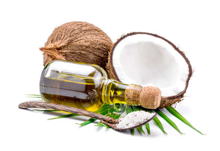 coconut oil: El aceite de coco para la terapia alternativa en backgroung blanco. Foto de archivo