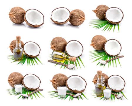 Kokosmelk en kokos olie op een witte achtergrond.