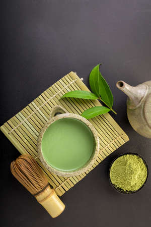 Japanese matcha accessories and green tea in bowl Imagens
