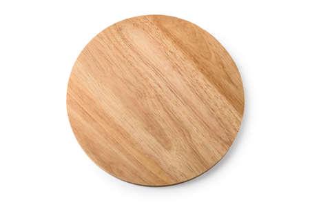Tabla de cortar de madera sobre un fondo blanco. Foto de archivo