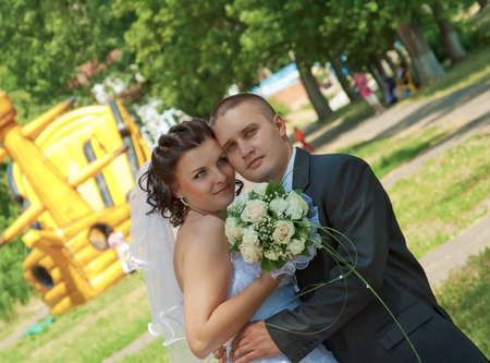 fresh air: Sposa e sposo indaga i sorrisi telecamera l'aria fresca