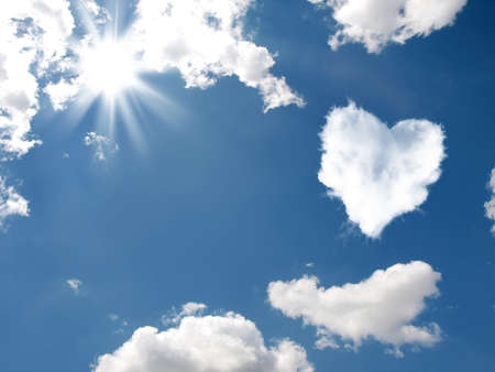 Cloud-shaped heart on a sky.  Valentine's Day Banque d'images