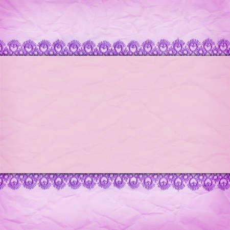 Delicate violette achtergrond verfrommeld papier met een rand van kant Stockfoto