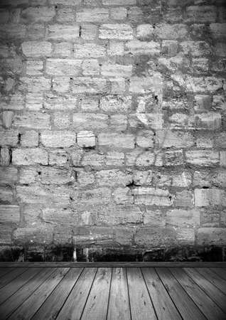 coquina: Vac�o interior de sala de vendimia sin techo, pared de ladrillos de coquina y piso de madera vieja. Patr�n de galer�a para la exhibici�n como tel�n de fondo perfecto para su concepto o proyecto. 3D realistas Foto de archivo