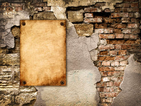 The old paper attached to the cracked vintage wall Banque d'images