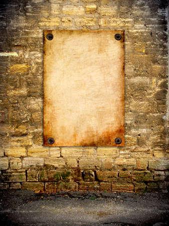 coquina: El viejo cartel pegado a la pared agrietada coquina vendimia Foto de archivo