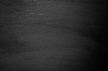 pizarron: Cerca de la pizarra de la escuela limpia. Chalk borró en la pizarra horizontal negro. Blackboard o textura pizarra. Ilustración del vector. Grunge fondo.