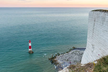 Beachy Head lighthouse and white vertical cliff. Eastbourne, Eas Stock fotó