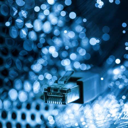 cavo plug in per connessione internet con fibra ottica