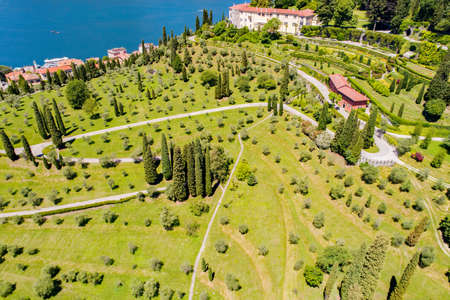 Lake Como (IT), Aerial view of Pescallo and Bellagio, Serbelloni park 免版税图像
