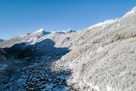 Chiesa Valmalenco, Valtellina (IT), Winter aerial view with fresh snow Archivio Fotografico