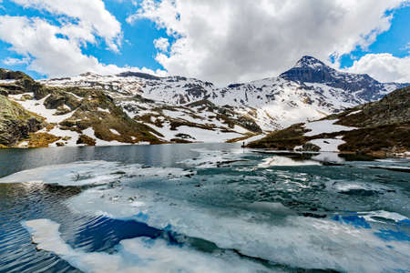 Valmalenco (IT), Spring thaw at the Campagneda lake