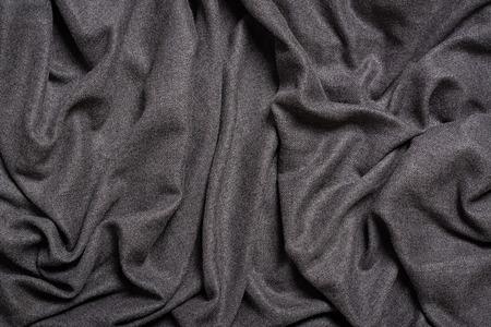 Fondo de textura de tela de pliegues grises. Textil gris. Vista superior. Foto de archivo