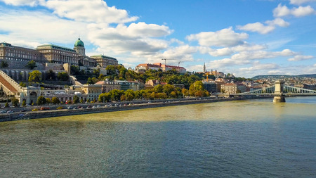 Aerial footage from a drone shows the historical Buda Castle near the Danube on Castle Hill in Budapest, Hungary. Bridge on the river. Aerial view. 스톡 콘텐츠