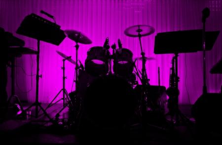 usunięta: Drum w sylwetkÄ™ bez muzyk etapie Pusty - logo usuniÄ™te Zdjęcie Seryjne