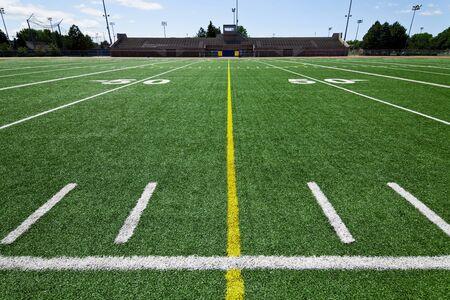 terrain foot: Terrain de football ext�rieur du parc