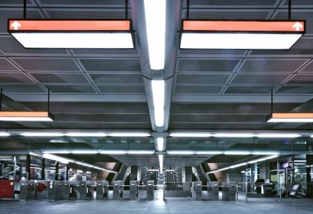 floor machine: Metro y la puerta de entrada - editorial