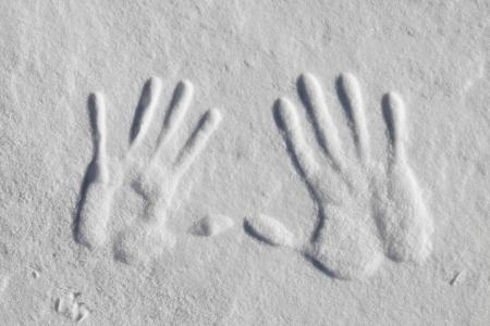 Imprimer Main dans la neige Banque d'images - 18454107