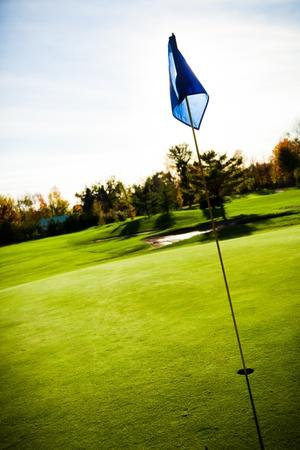 abeautiful 여름 날에 골프 코스