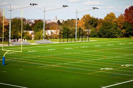 terrain foot: Terrain de football en plein air dans un parc public