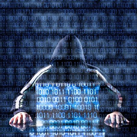 バック グラウンドでのバイナリ コードで何かを待っているハッカー 写真素材