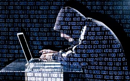 codigo binario: Escribiendo Hacker en un ordenador port�til con c�digo binario en el fondo