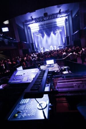 Leute, die zu einem Live-Konzert bereit