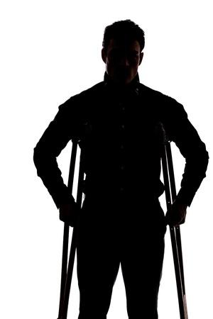 jambe cass�e: Homme avec la jambe cass�e en silhouette isol� sur fond blanc